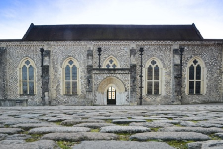 The Great Hall in Winchester - front facade and courtyard