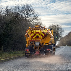 gritter lorry spreading