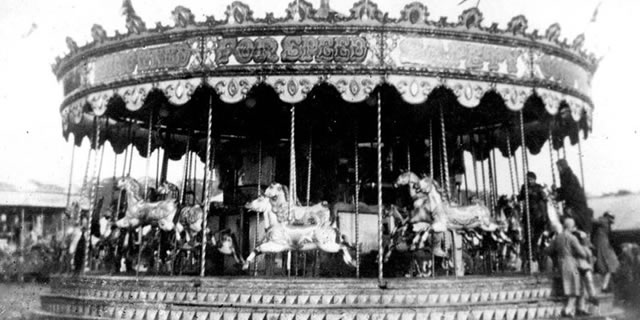 Coneleys' gallopers, Southampton Common, 1932